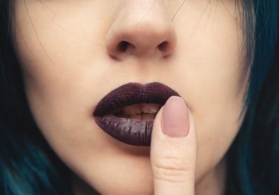 uñas negras, unas negras, manicura de moda, colores de unas